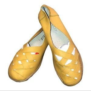 NWOT. SOCOFY YELLOW LEATHER WOVEN LOAFERS SIZE 8
